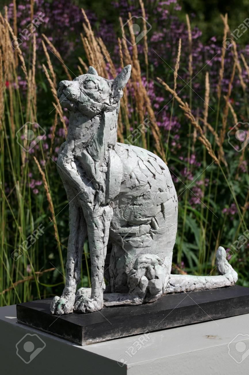 Cat, Garden Sculpture, RHS Hyde Hall, Chelmsford, Essex Stock Photo    61899889
