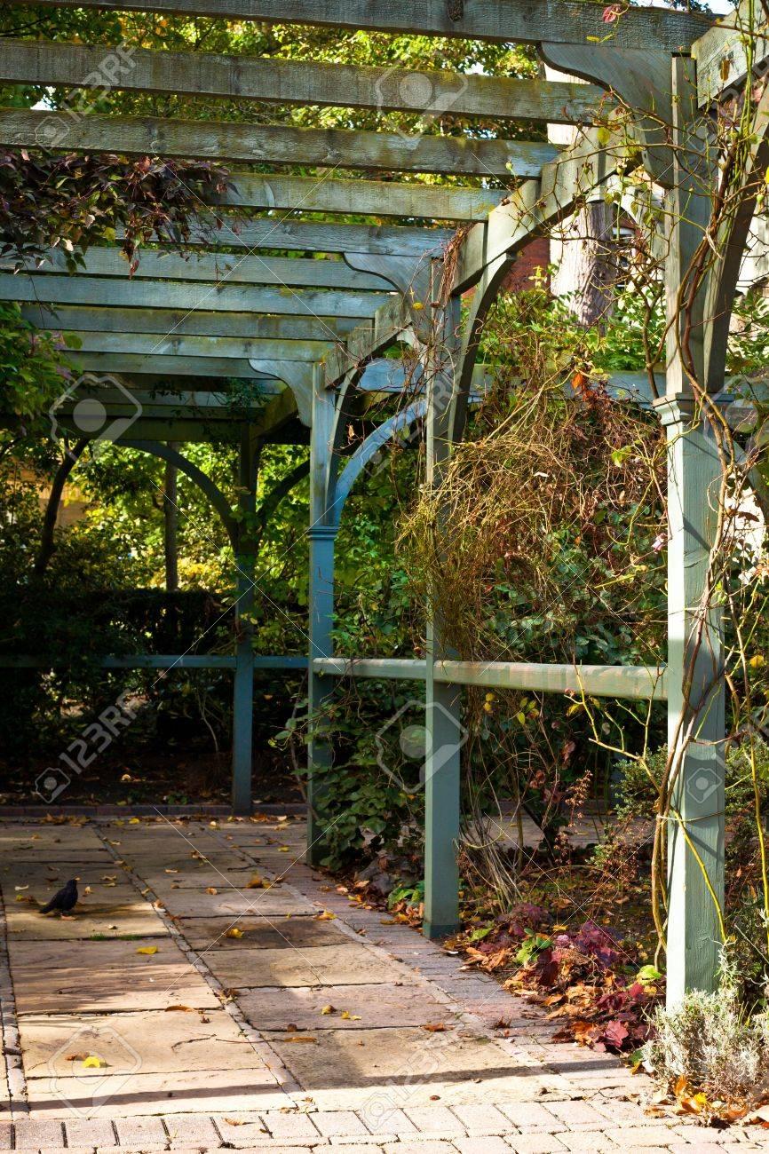 Incroyable A Wooden Pergola In An English Garden Stock Photo   15761584