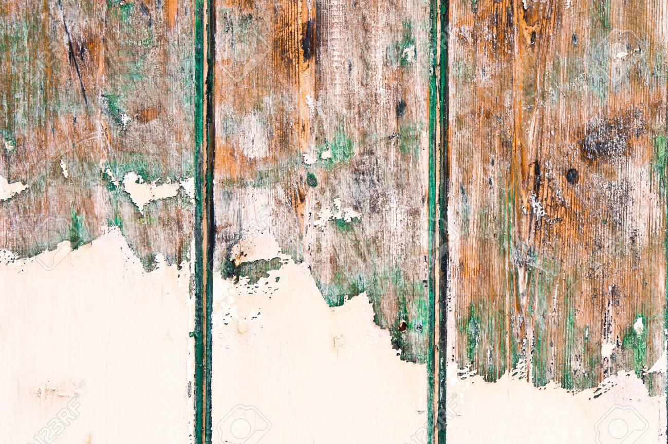 weißer lack teilweise eine grüne holzoberfläche bedeckt lizenzfreie