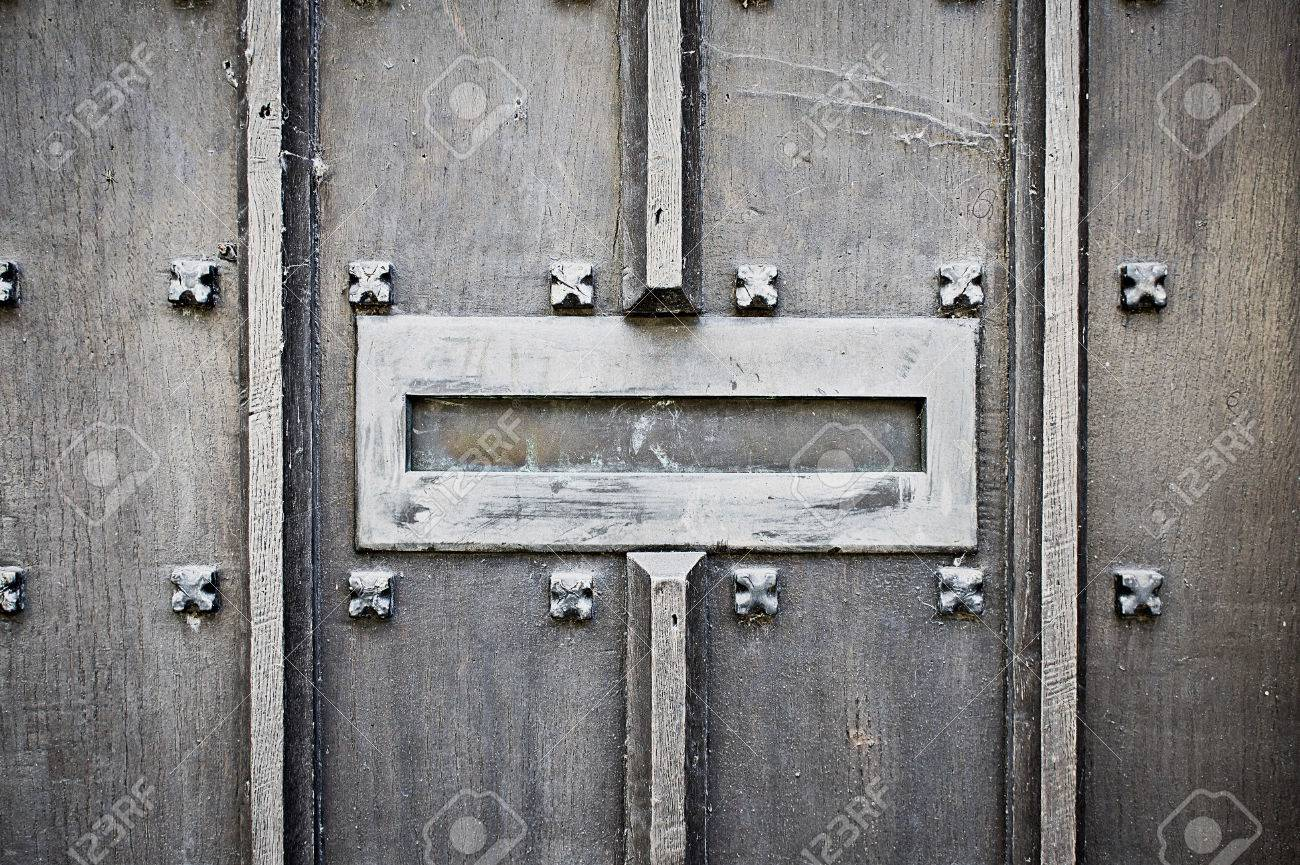 An old metallic letterbox in a medieval wooden door Stock Photo - 47995386 & An Old Metallic Letterbox In A Medieval Wooden Door Stock Photo ... pezcame.com