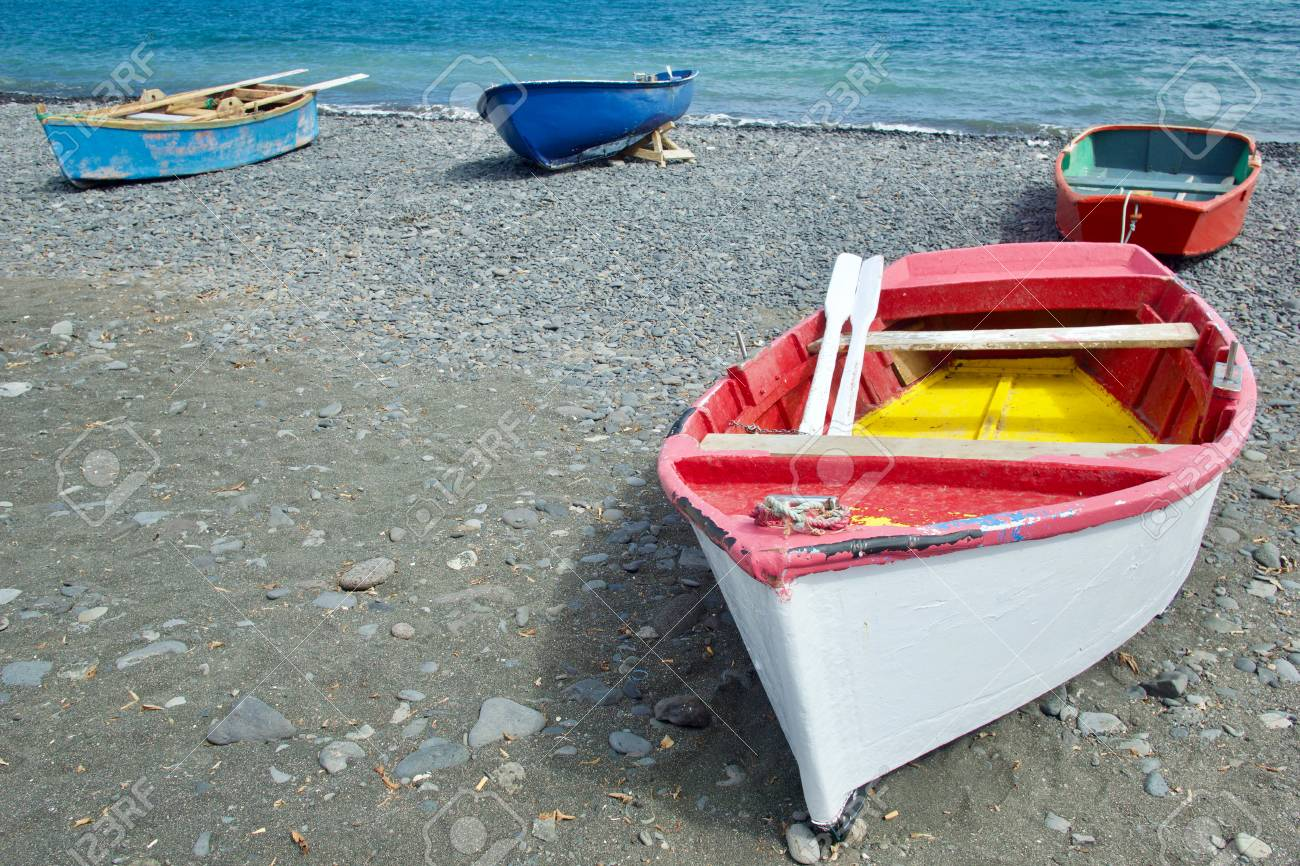 Rowing boat (paternoster) at the beach - 81836377