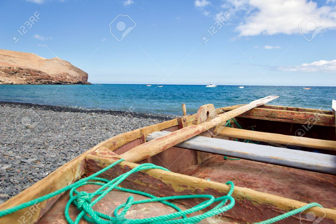 Rowing boat (paternoster) at the beach - 81836386
