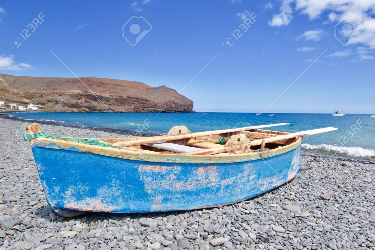 Rowing boat (paternoster) at the beach - 81836388