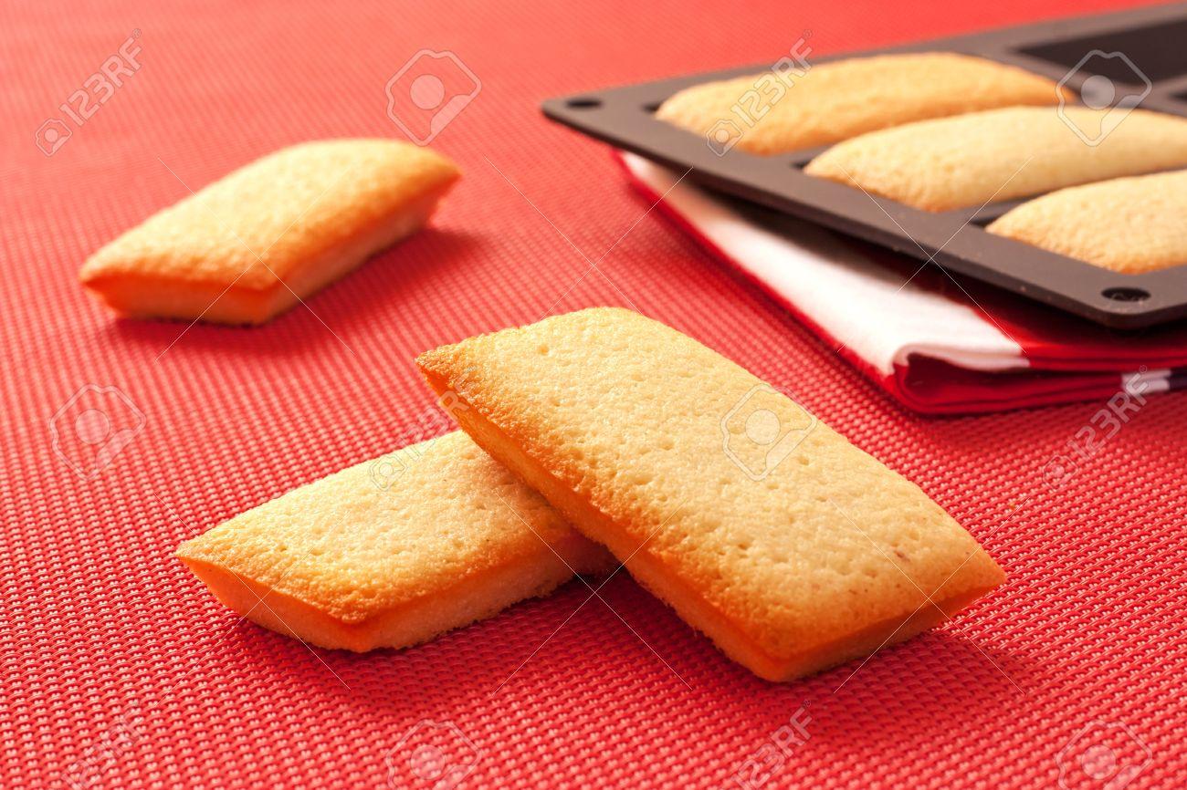 Biscuits Francais Appele Financiers Avec De La Poudre D Amande