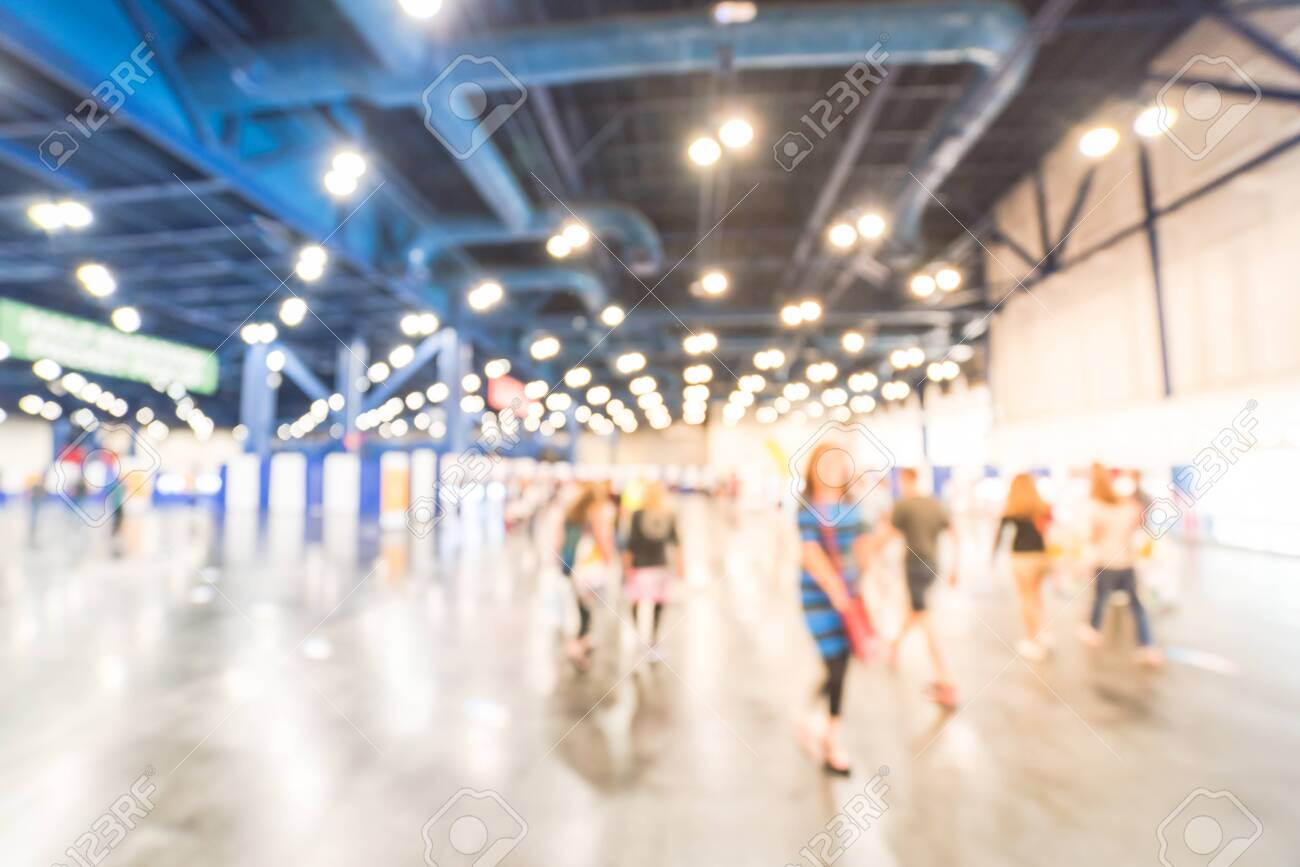 Blurry background runners at marathon event to pickup running package - 123152623