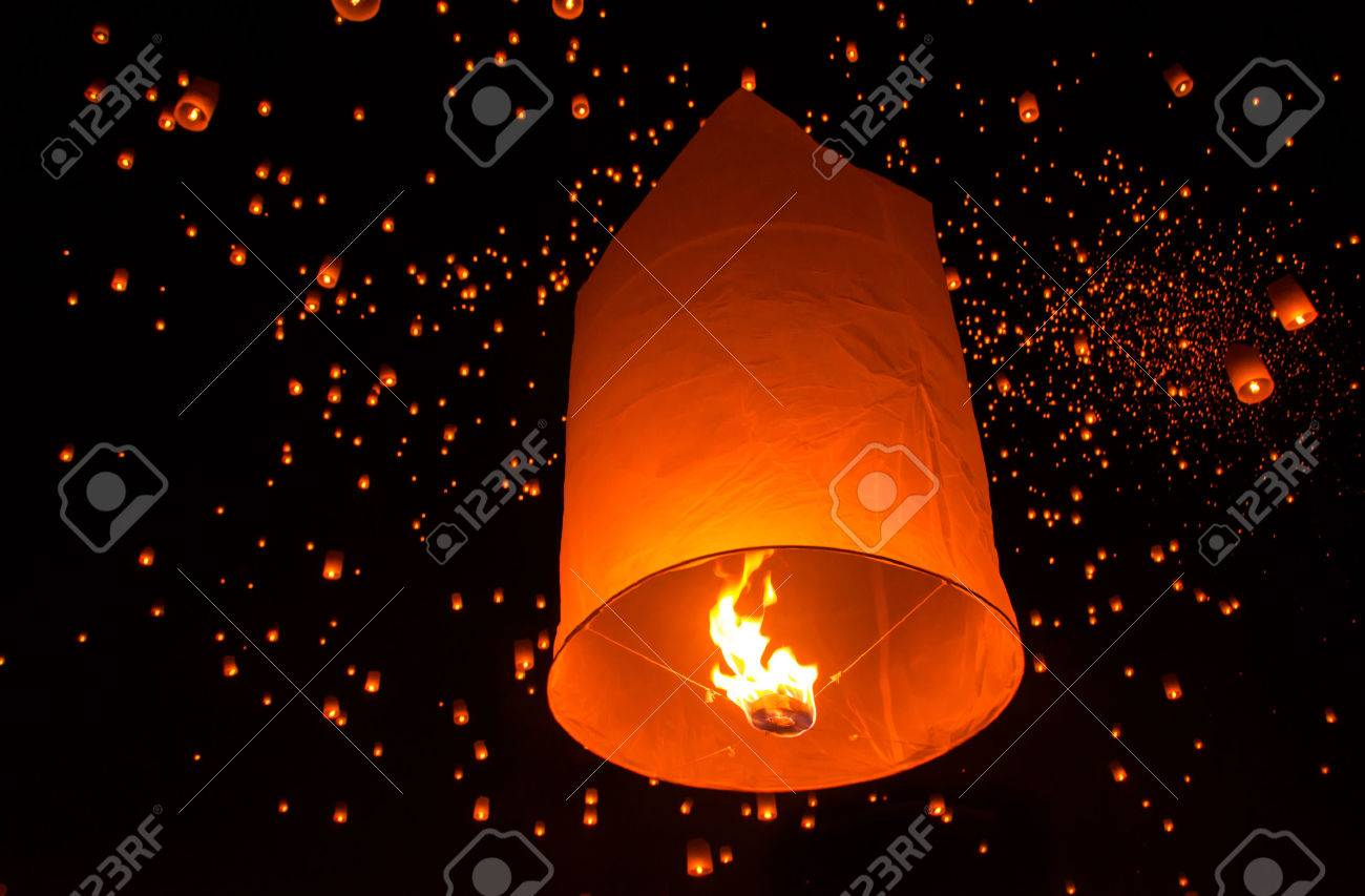 Floating lantern in Yee Peng festival, Buddhist floating lanterns to the Buddha in Sansai district, Chiang Mai, Thailand. - 23770832