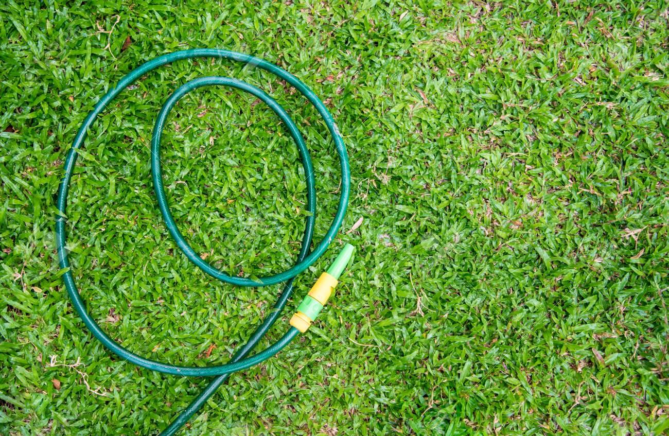 Gummi Schlauch Für Die Bewässerung Von Pflanzen Im Garten