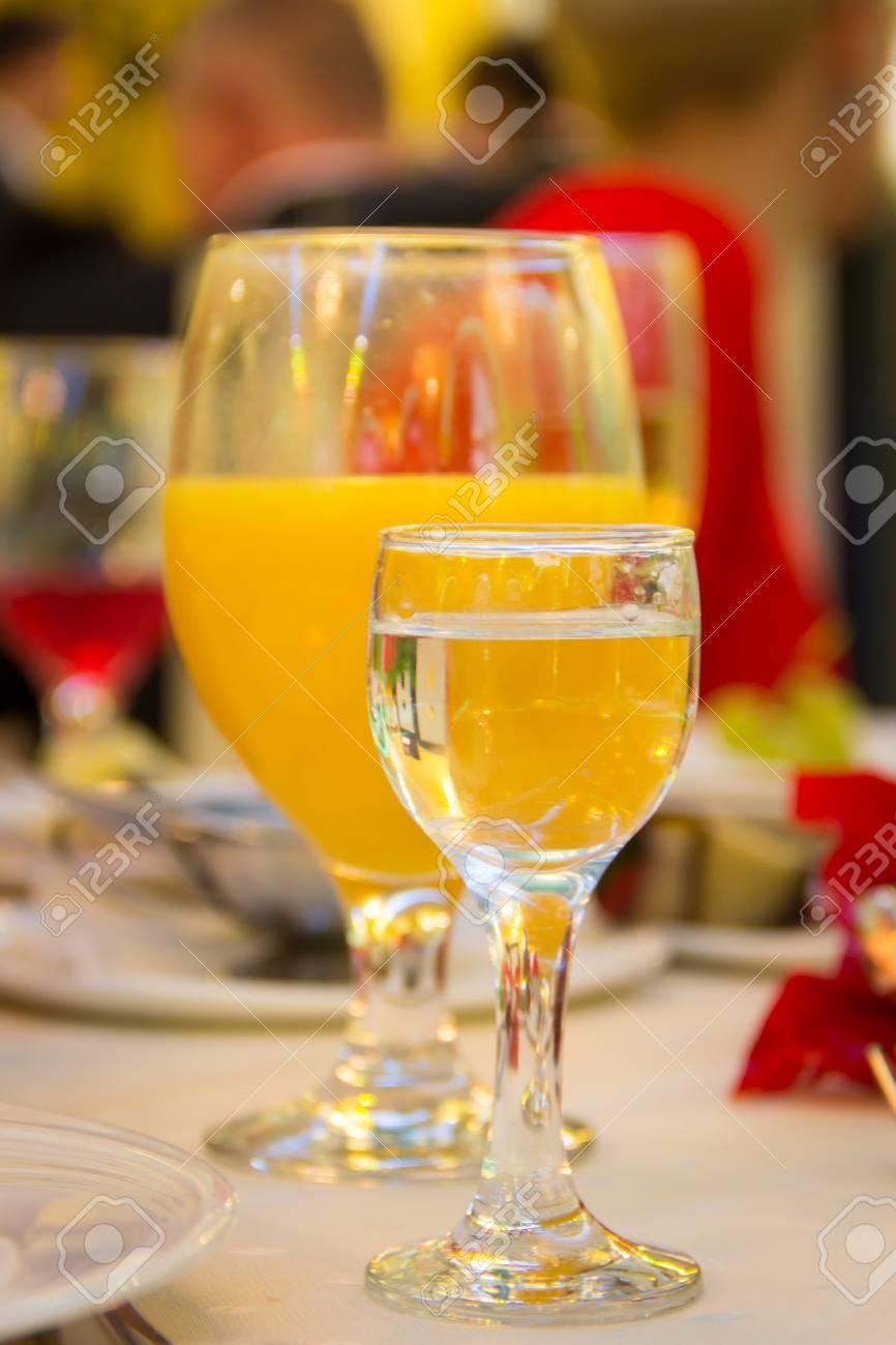Kalte Getränke Auf Einem Tisch Lizenzfreie Fotos, Bilder Und Stock ...