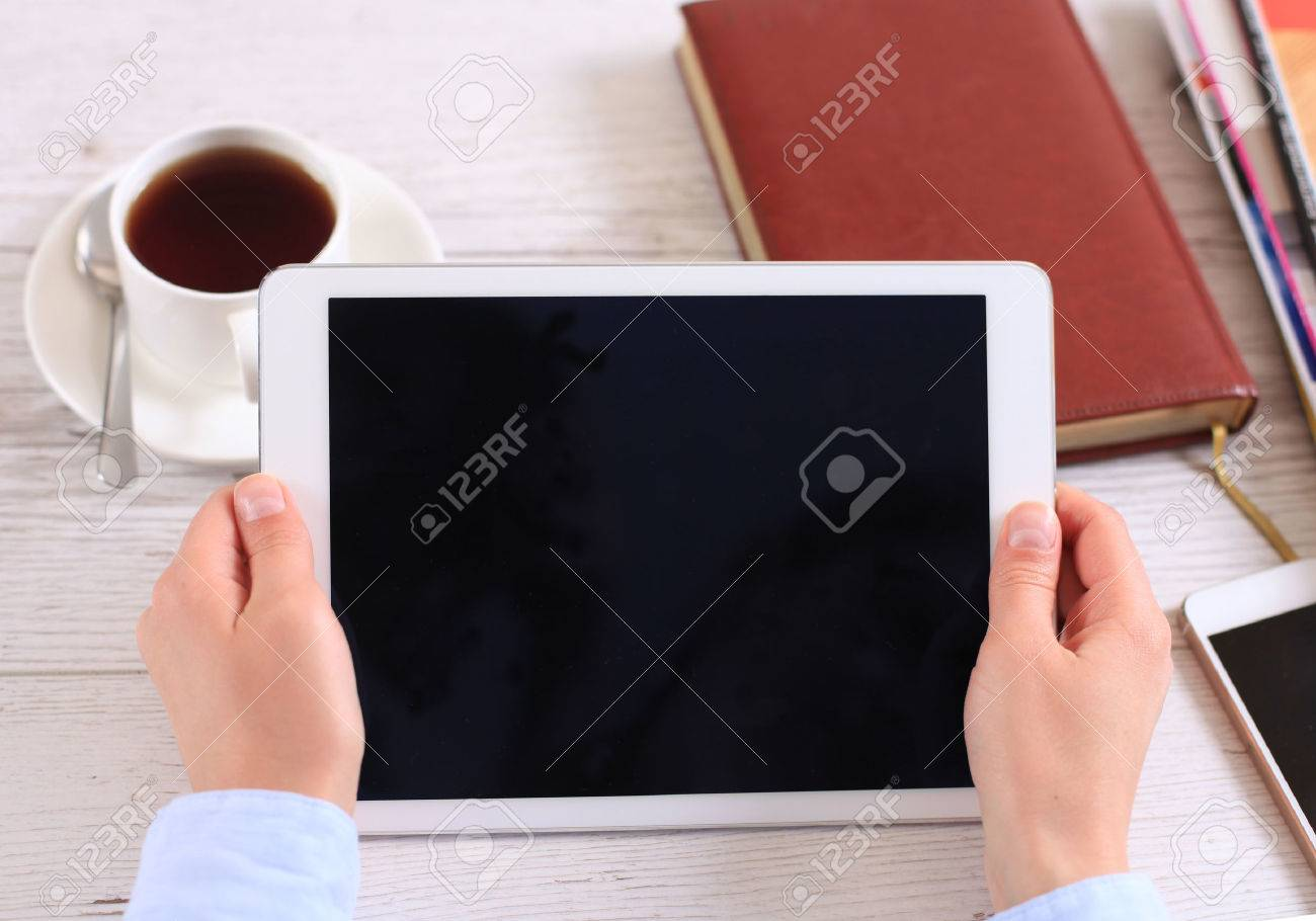 Digital tablet computer with isolated screen in female hands over cafe background - 39178640