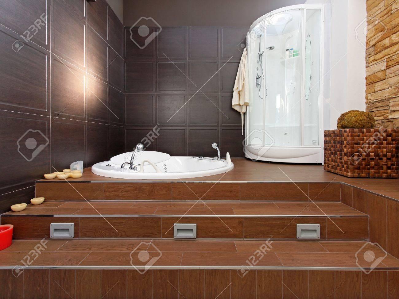 modern interior bagno con vasca idromassaggio e doccia foto ... - Bagni Moderni Con Vasca Idromassaggio