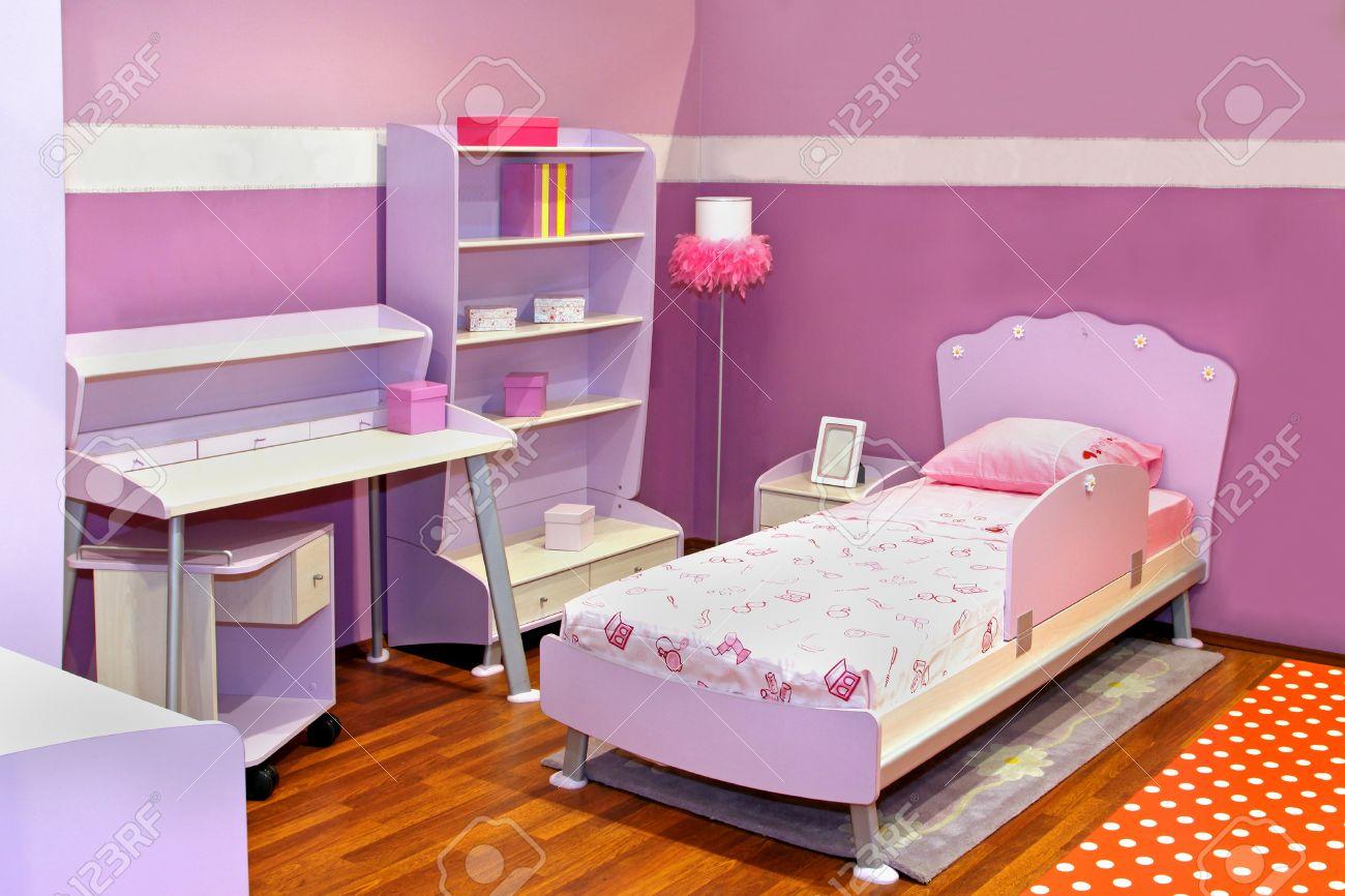 Moderne Kinder Schlafzimmer Interieur Mit Rosa Möbel Lizenzfreie ...