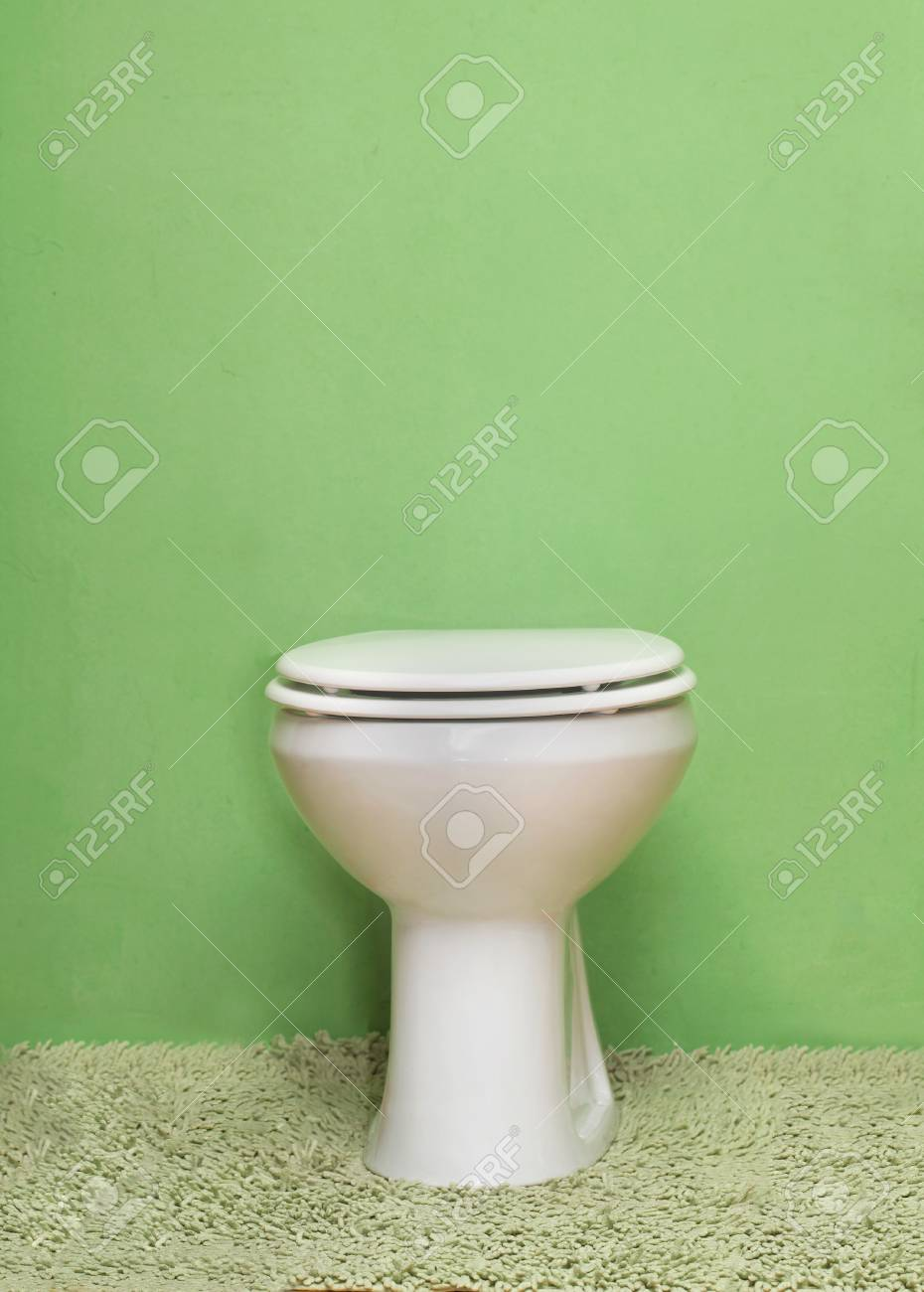 Sensational Ceramic Toilet Bowl With Closed Toilet Seat Theyellowbook Wood Chair Design Ideas Theyellowbookinfo