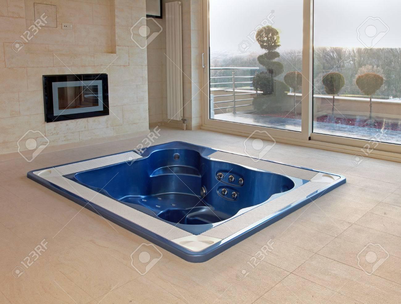 Attractive Oval Hot Tub Image - Bathtub Design Ideas - klotsnet.com