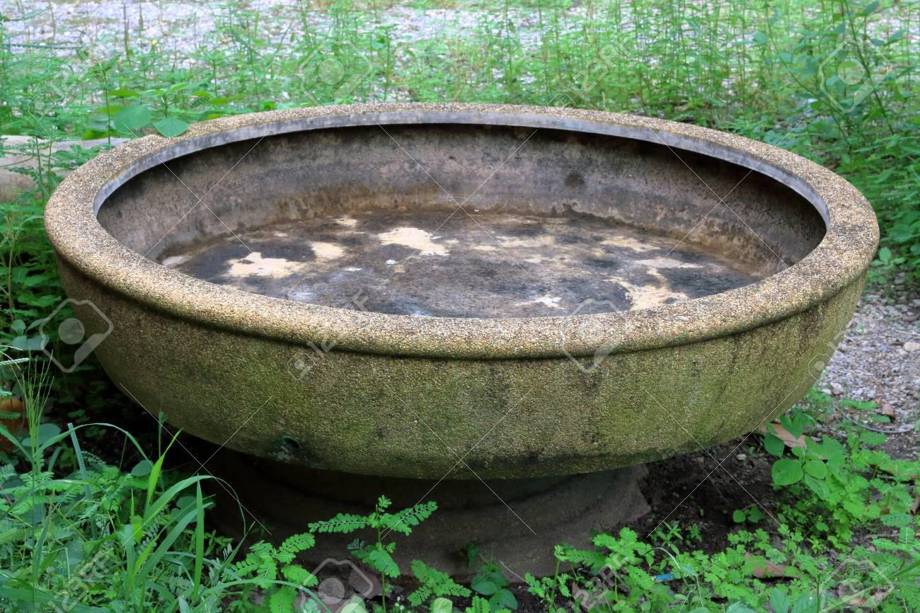 Bassin D Eau Exterieur bassin d'eau extérieur de jardin, ancien bassin