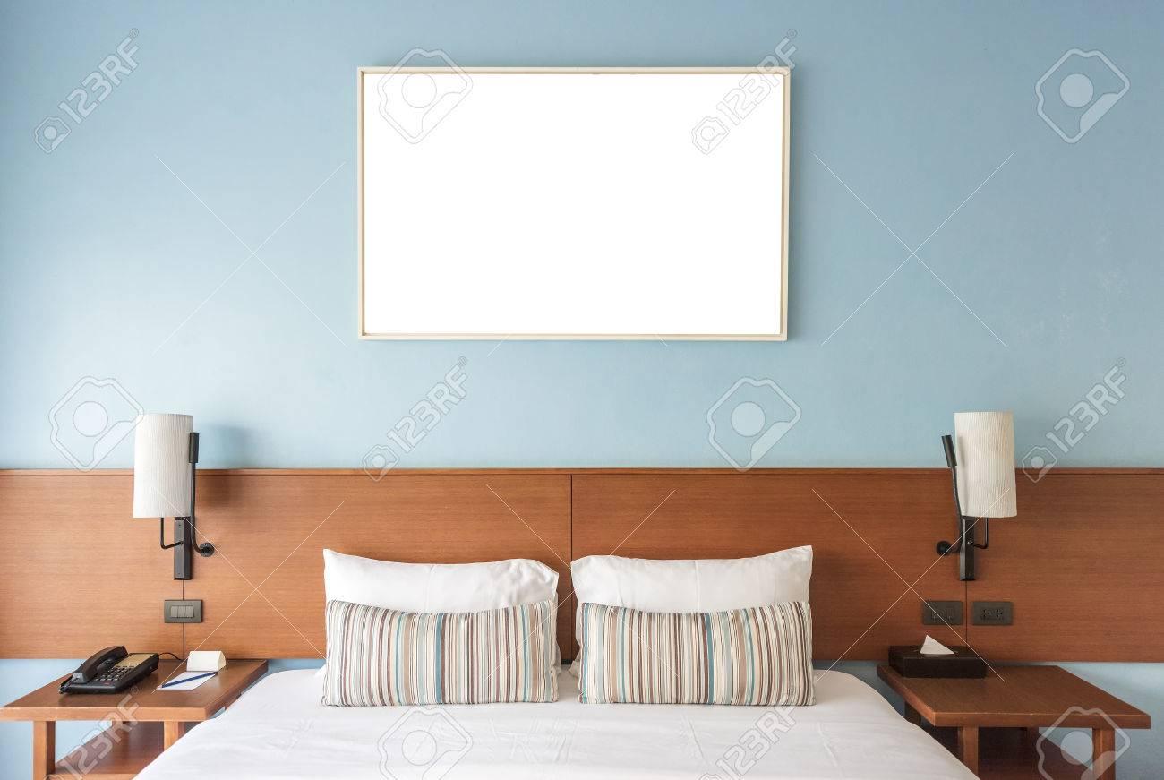 Schönes Und Modernes Schlafzimmer Mit Leerer Wand Für Addieren Etwas ...