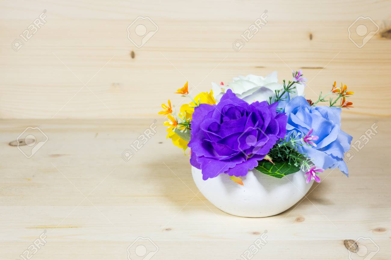 Beautiful flower vase on a wood background Stock Photo - 82037886 & Beautiful Flower Vase On A Wood Background Stock Photo Picture And ...