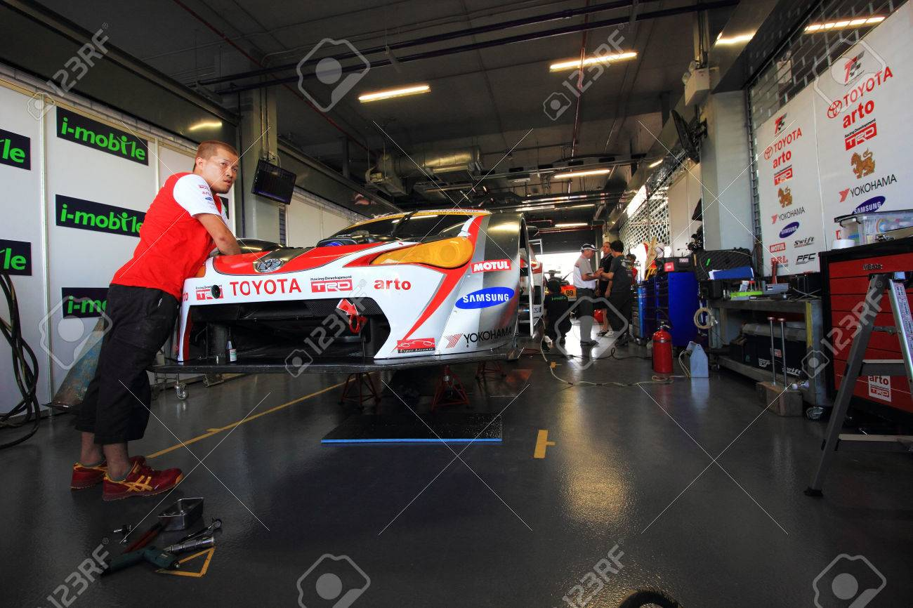 Buriram THAILAND - October 5:Car Mechanic In Uniform. Auto Repair ...