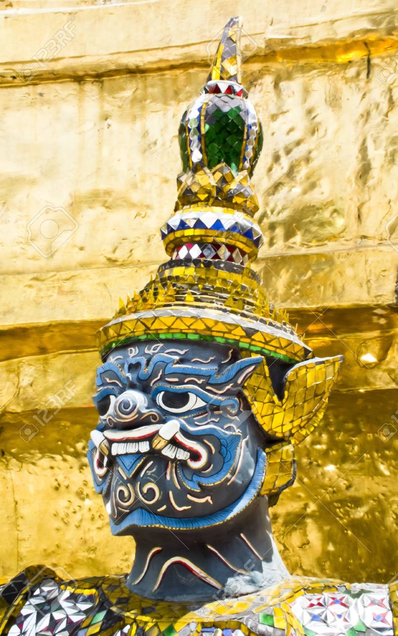 Face Guardian statue at the temple Stock Photo - 12722389