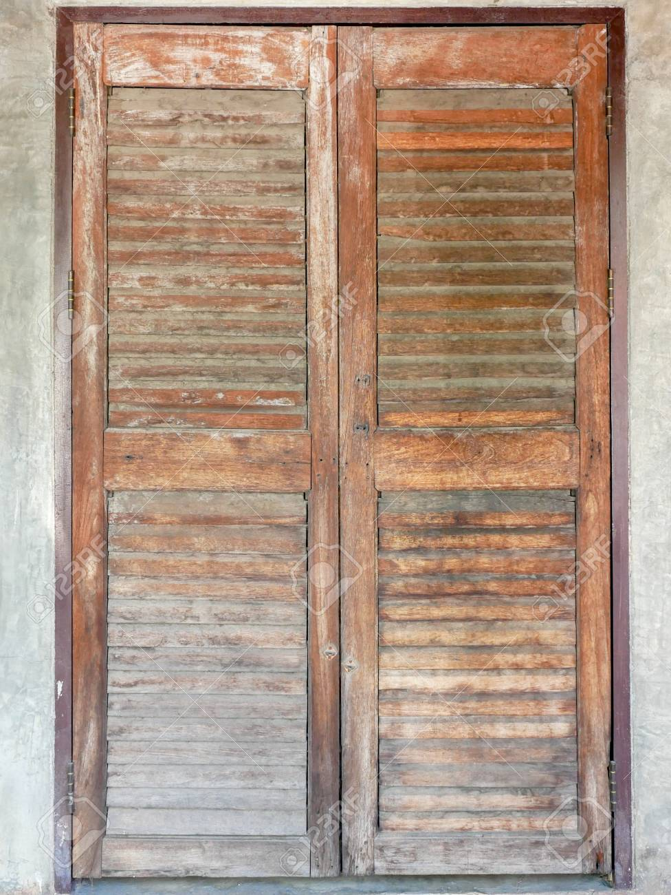 old wooden old doors background texture foto royalty free gravuras