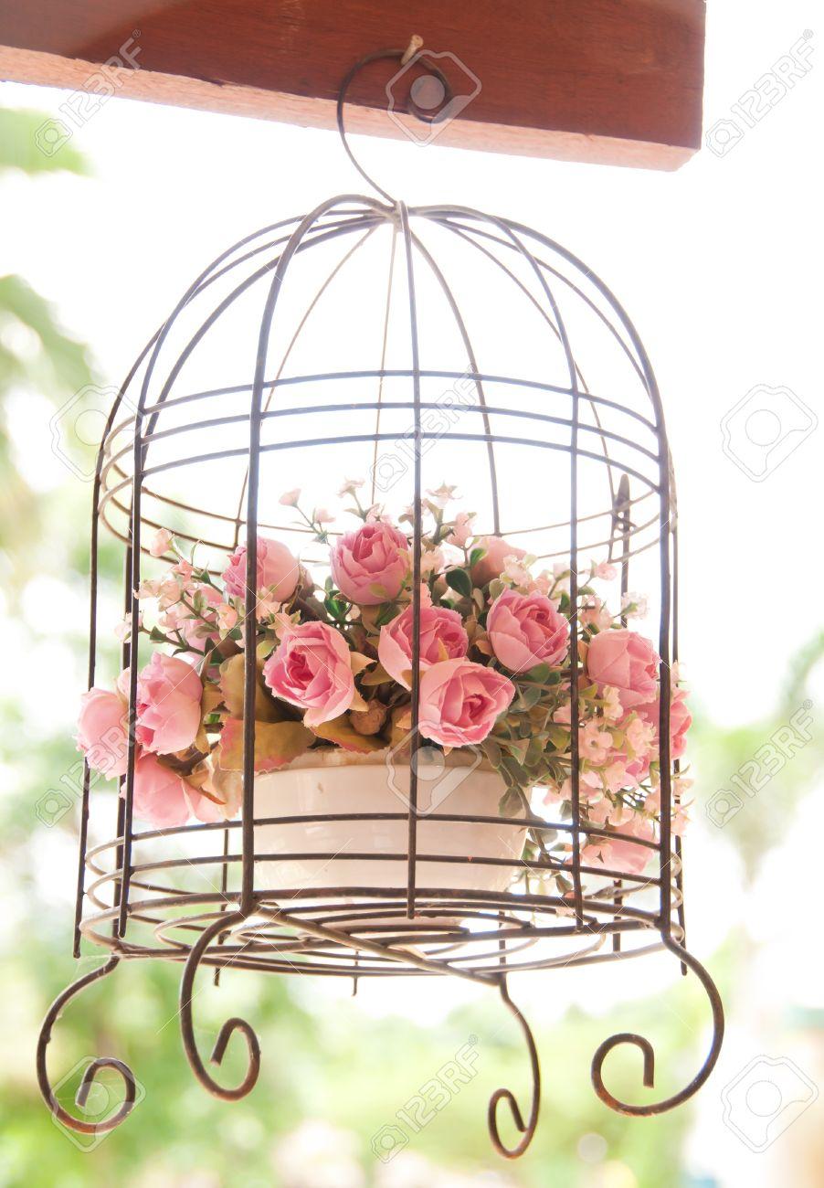 Vintage Hochzeit Dekorative Vogelkafig Mit Blumen Lizenzfreie Fotos