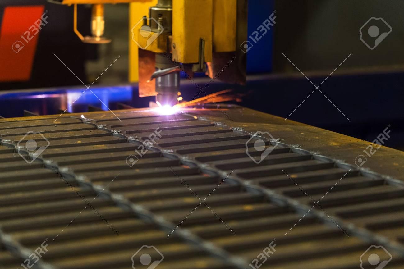 Metall Schneiden Moderne Technologien Der Produktion Von Universal
