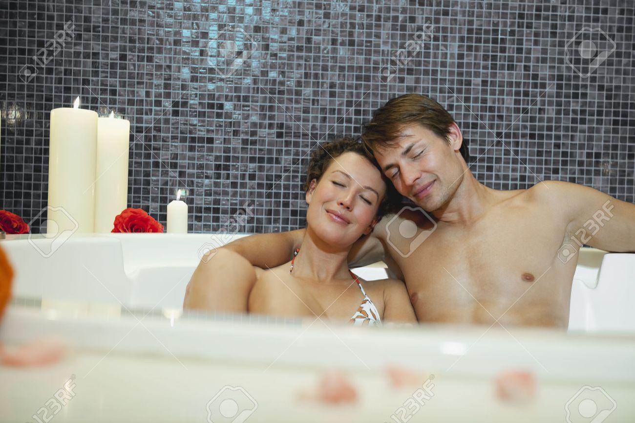 Bagno Romantico Foto : Immagini stock italia südtirol coppia bagno romantico in hotel