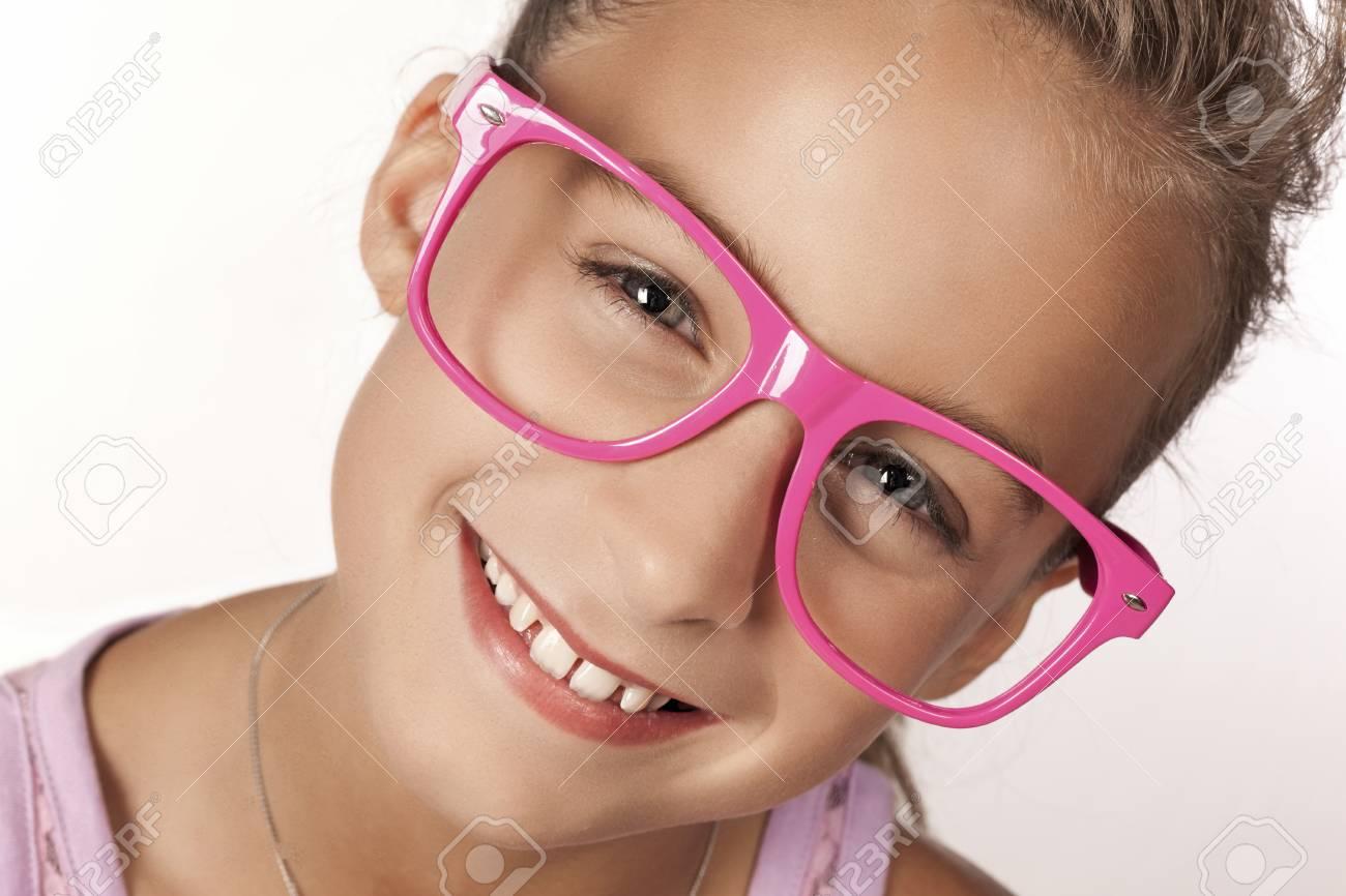 Porträt Von Blonde Mädchen Tragen Große Brillenfassung Lizenzfreie ...