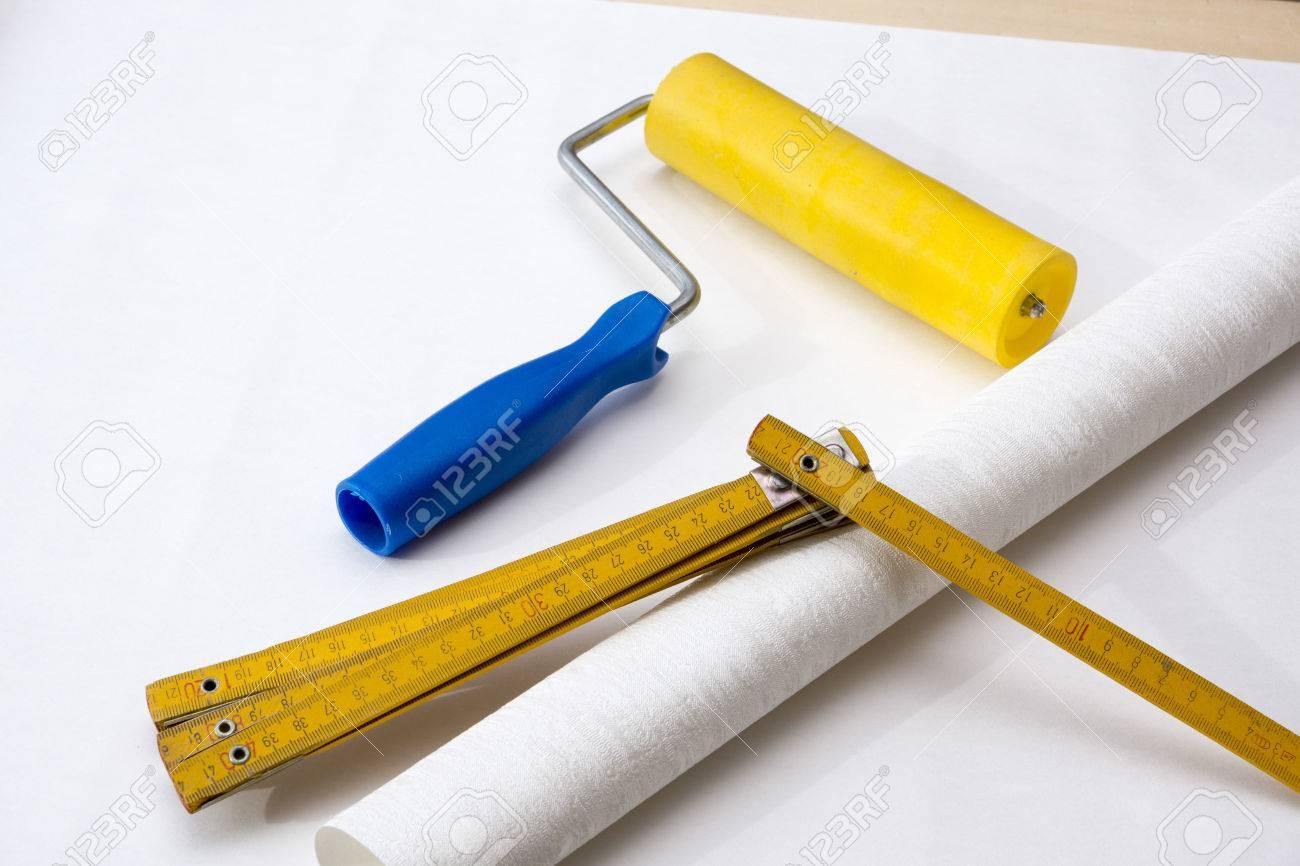 Wallpapering Table A Treteaux Rouleau Papier Peint Et La Regle De