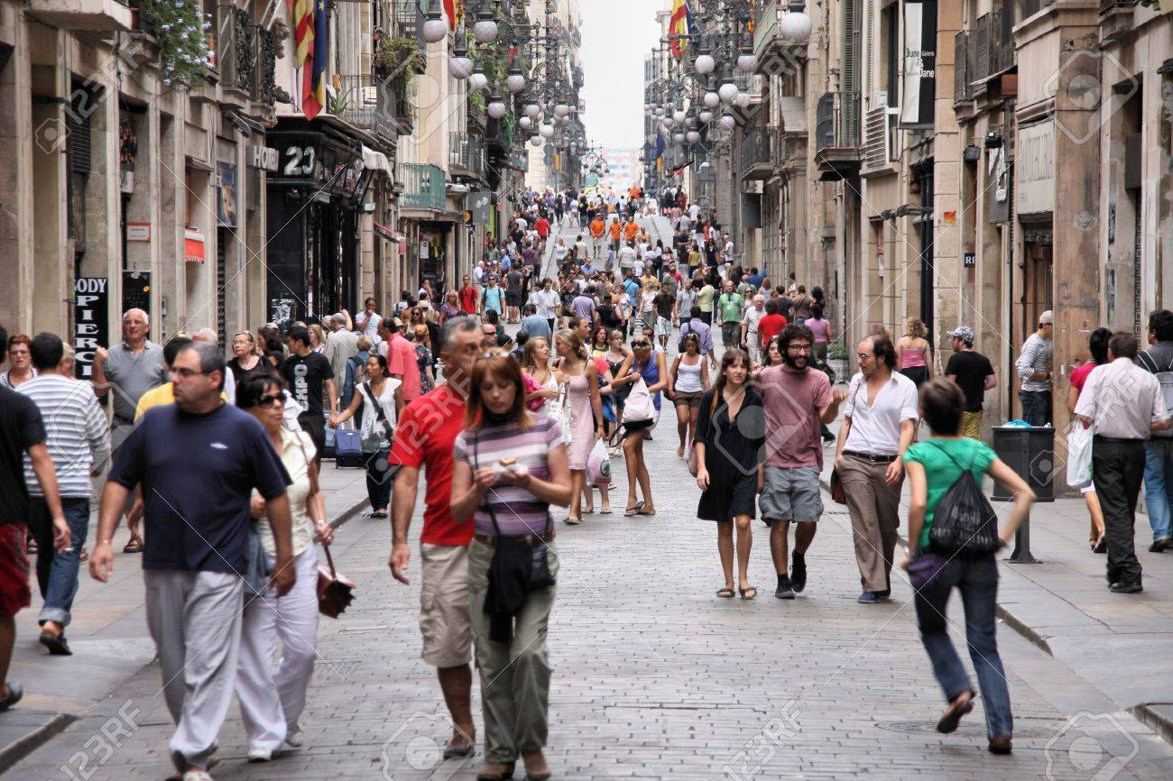 BARCELONA - SEPTEMBER 13: Tourists strolling the famous Carrer de Ferran on September 13, 2009 in Barcelona. It is one of the busiest pedestrian areas in Barcelona, connecting famous Rambla boulevard. Stock Photo - 6886976