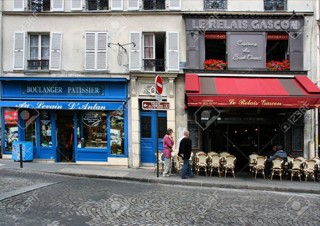 PARIS - AUGUST 19, 2008: People strolling in Paris on August 19, 2008. Small cafes and shops in famous Montmartre district are one of the reasons Paris was the world's most visited cities in 2008. Stock Photo - 7137798