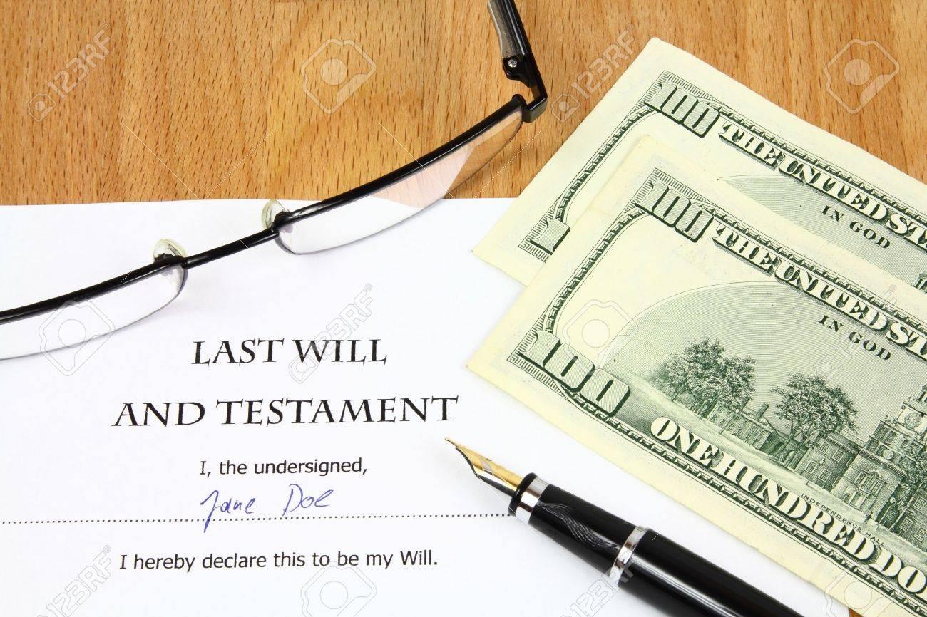 Ltima Voluntad Y Testamento Con Un Nombre Ficticio Y Firma. Dinero ...