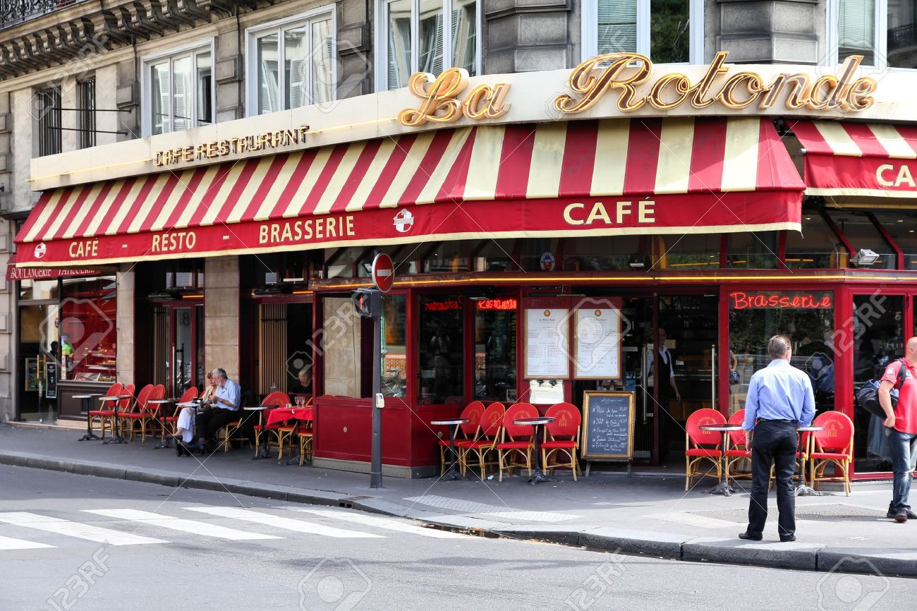PARIS - JULY 22: La Rotonde cafe on July 22, 2011 in Paris, France. La Rotonde cafe is a typical establishment for Paris, one of largest metropolitan areas in Europe. Stock Photo - 10339957