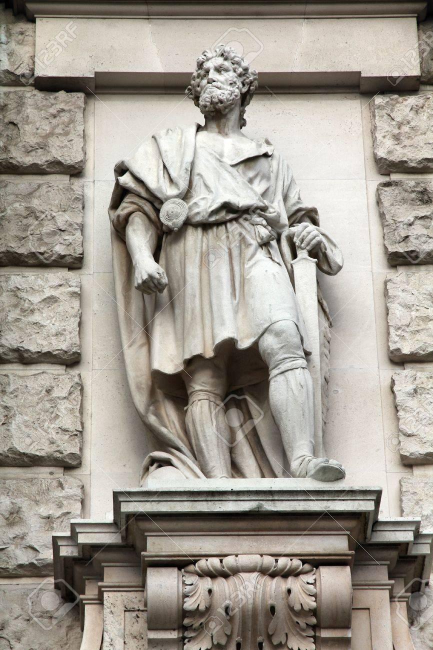 Imagini pentru neue burg wien statuen
