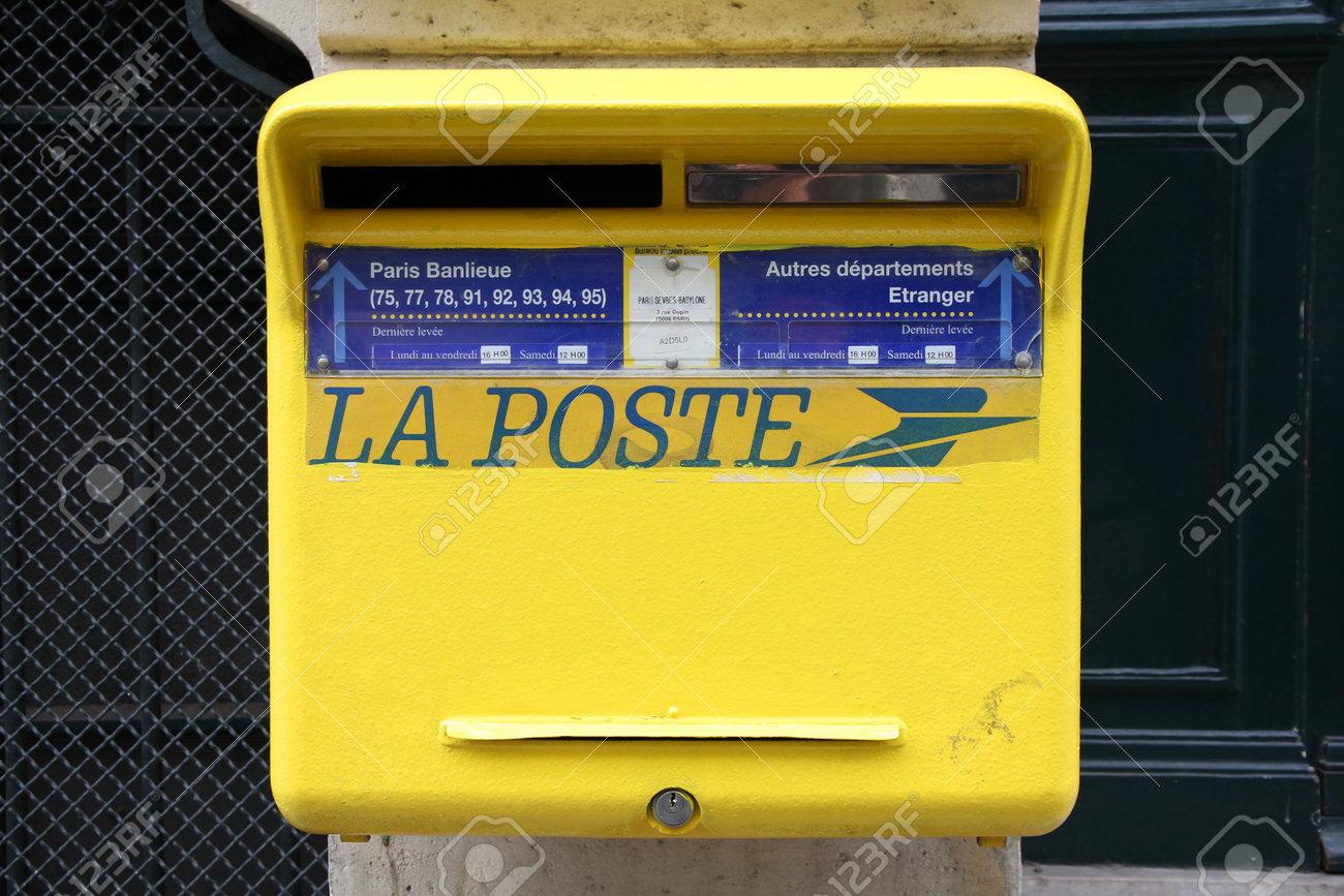 Paris 24 Juillet La Poste Boite Aux Lettres Le 24 Juillet 2011 A