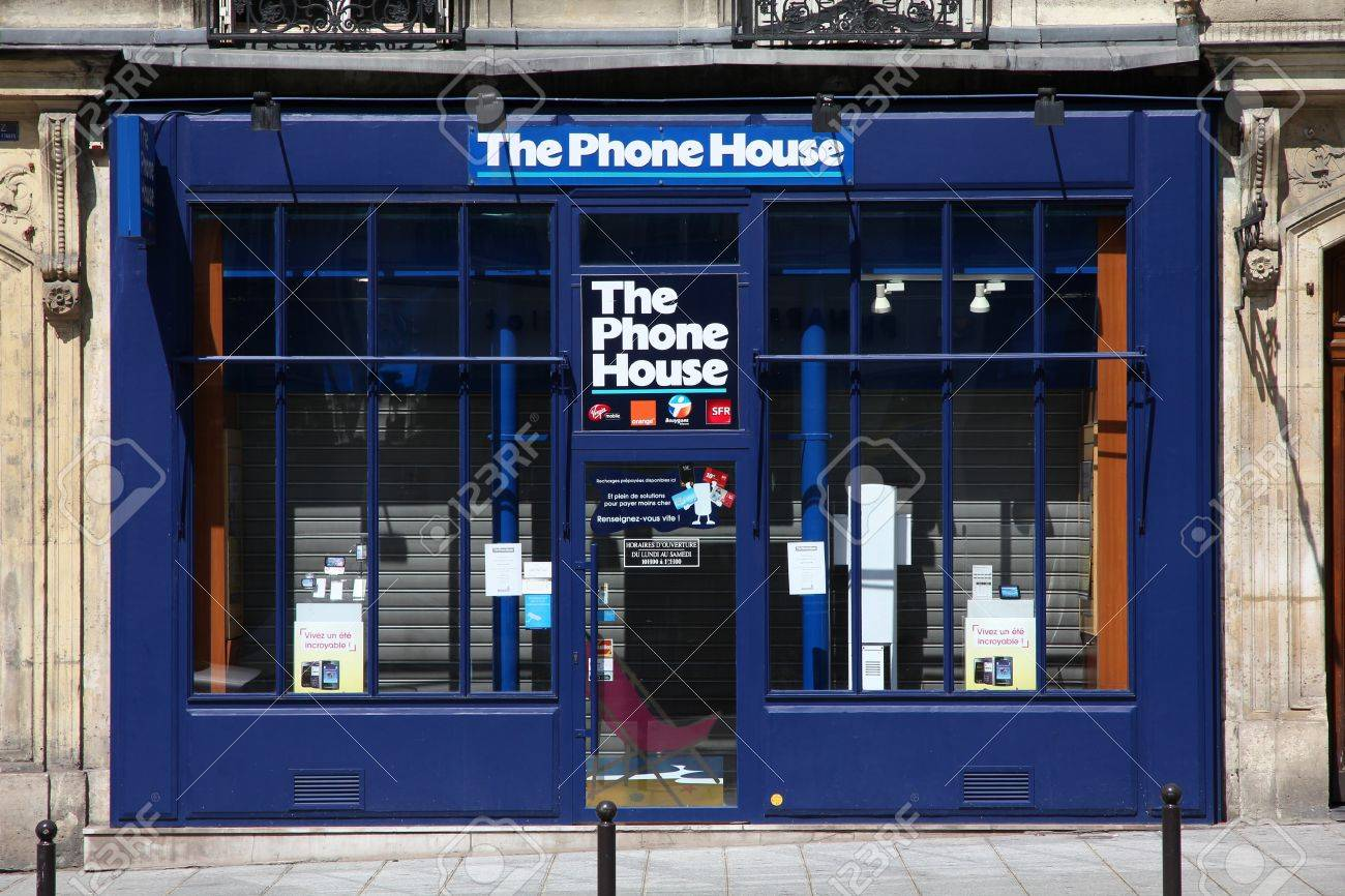 PARIS - JULY 24: Phone House store on July 24, 2011 in Paris, France. Company known as The Carphone Warehouse in the UK, is Europe's largest mobile phone retailer, with over 1,700 stores across Europe. Stock Photo - 11730032