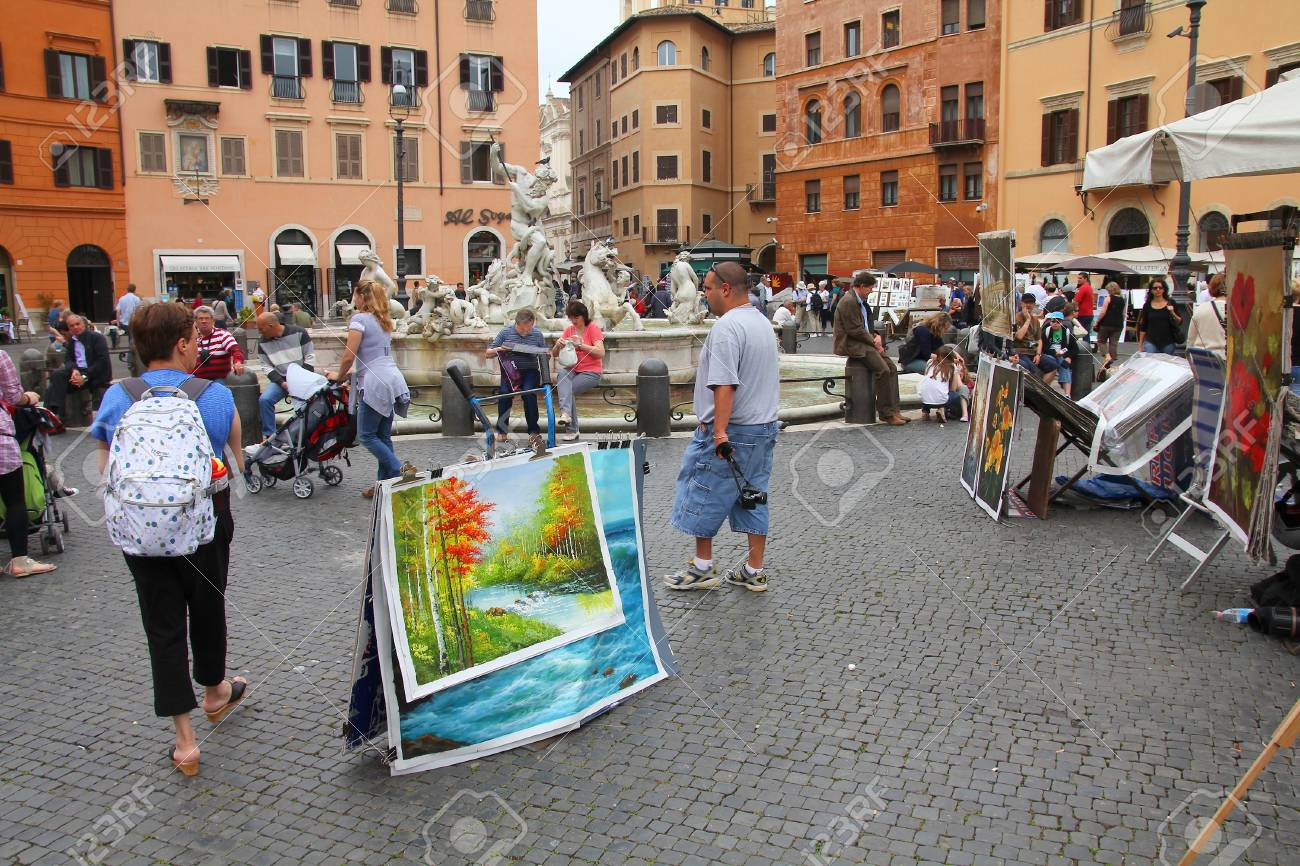 ROME - MAY 13: Tourists at Piazza Navona on May 13, 2010 in Rome, Italy. Piazza Navona is a popular destination in Rome, the 3rd most visited city in European Union. Stock Photo - 12779183