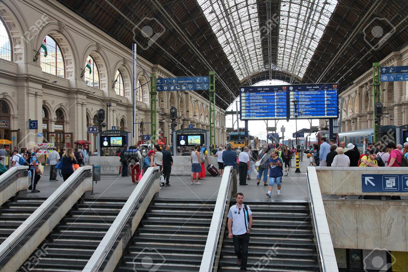 ブダペスト、ハンガリー - 2014 年 6 月 20 日: 人々 はブダペストの ...
