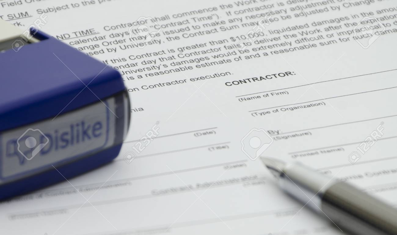 Disapprove the employment contract Stock Photo - 11909446