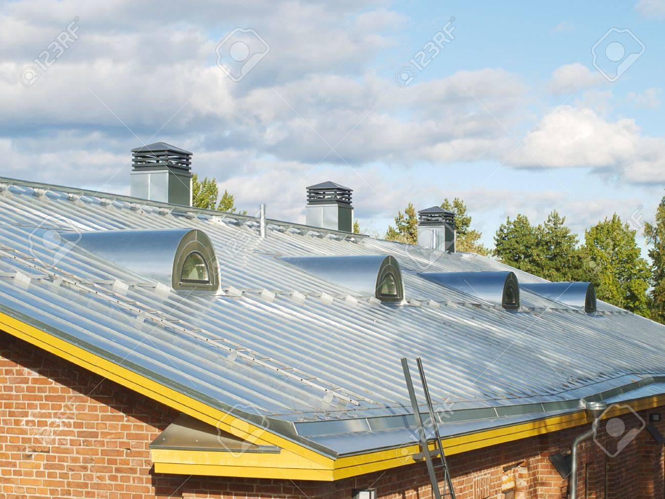 Nuevo Acero Lanzó El Techo Con Conductos De Aire Y Sistema De ...