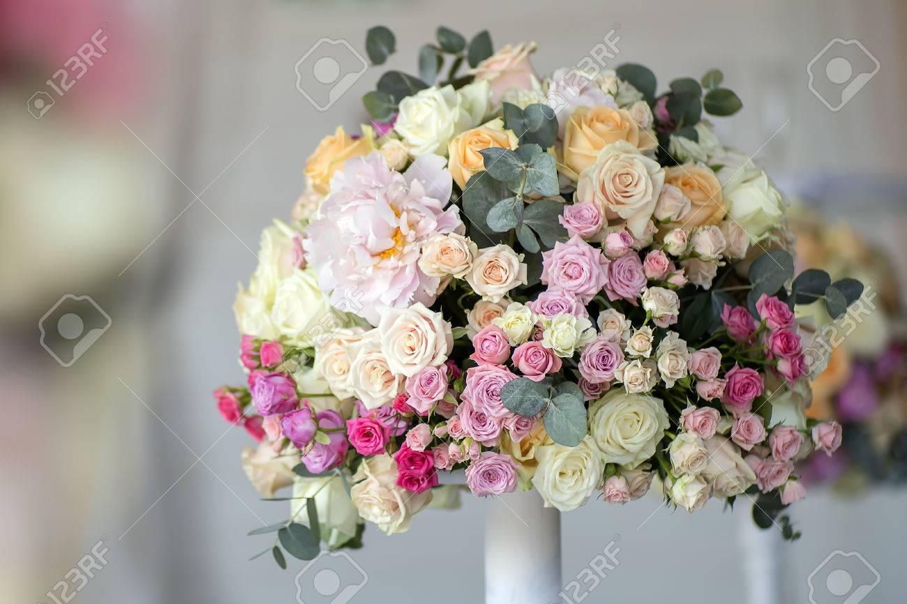 Dekoration Der Hochzeit Strauss Frischer Blumen Schon Aus Rosen Und