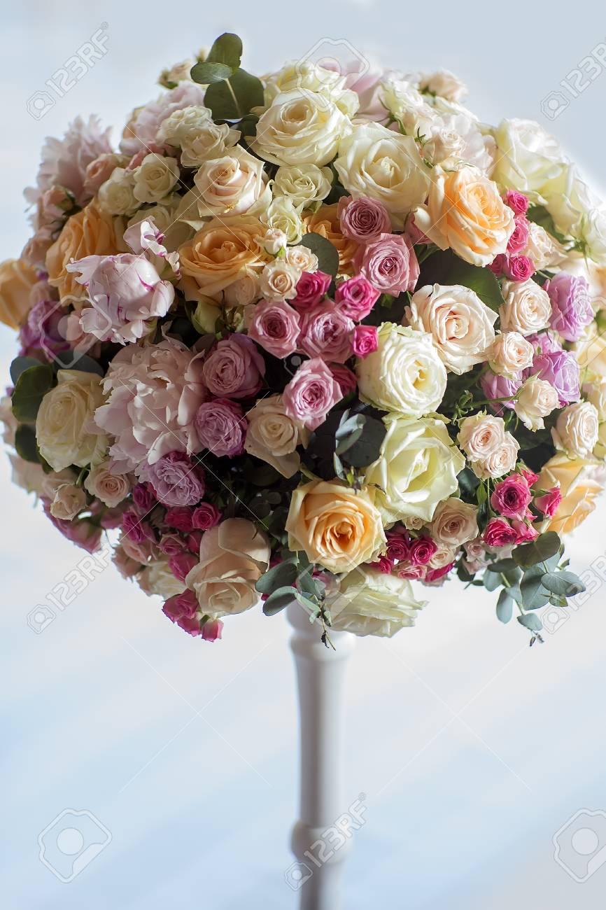 Schmucken Der Hochzeit Bouquet Von Frischen Schonen Blumen Aus Rosen