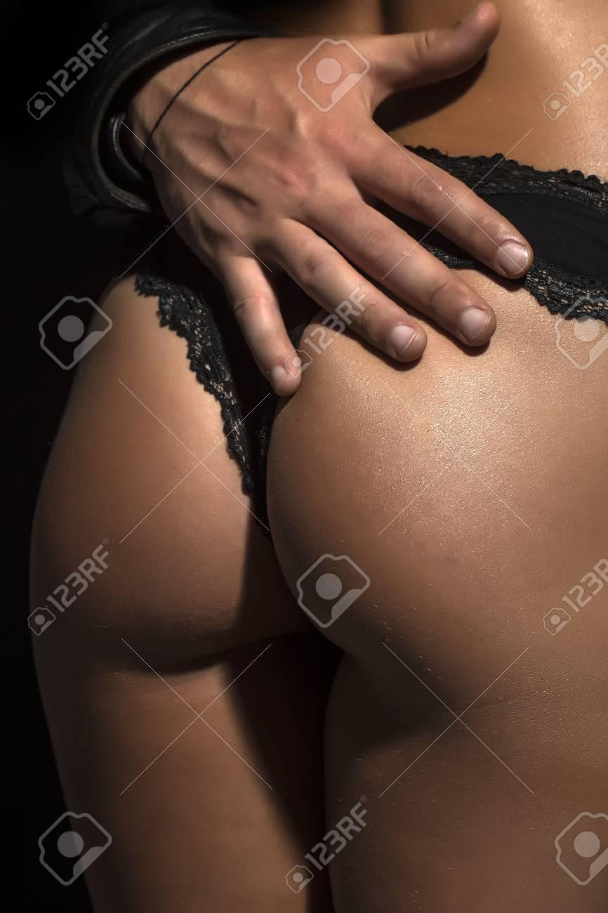 Banque d'images — Femme sexy fesses de sable sur la plage arrière-plan