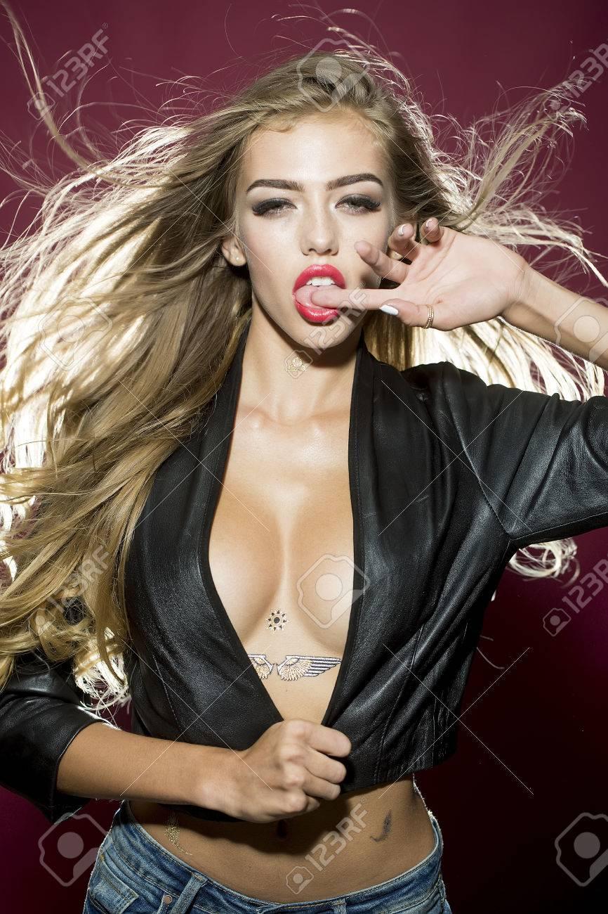 Moderne Junge Glamour Niedlichen Frauen Mit üppigen Langen Blonden