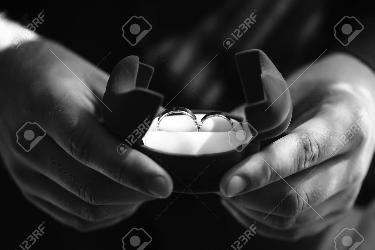 Zwei Schone Hochzeit Glanzenden Goldenen Ringe Schmuck In Offenen