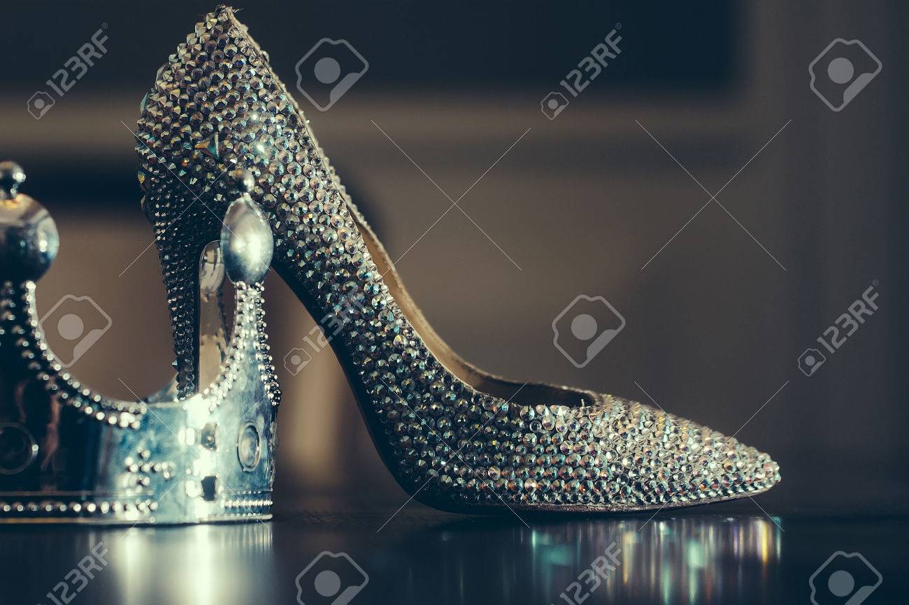 Female sprakling glamour luxury shoe on high heel and silver crown on reflecting table top close, glamour fashion concept, horizontal picture - 52719596