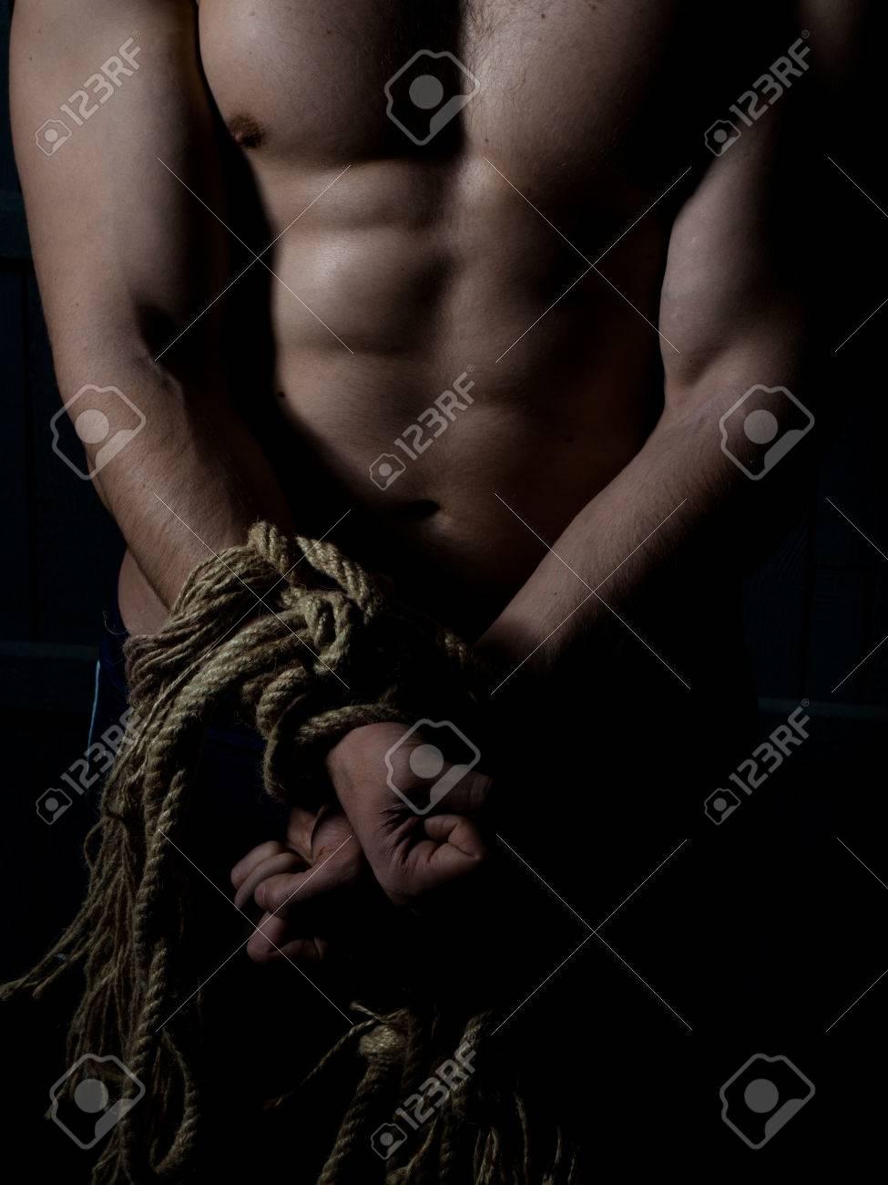 Nackt gefesselt mann Gefesselt: 34,574