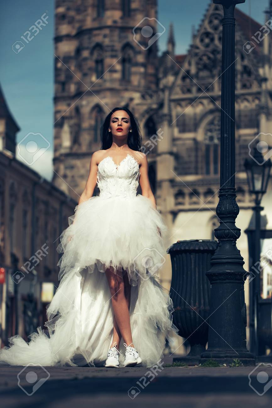 Wunderbar Mädchen Hochzeitskleid Schuhe Bilder - Brautkleider Ideen ...
