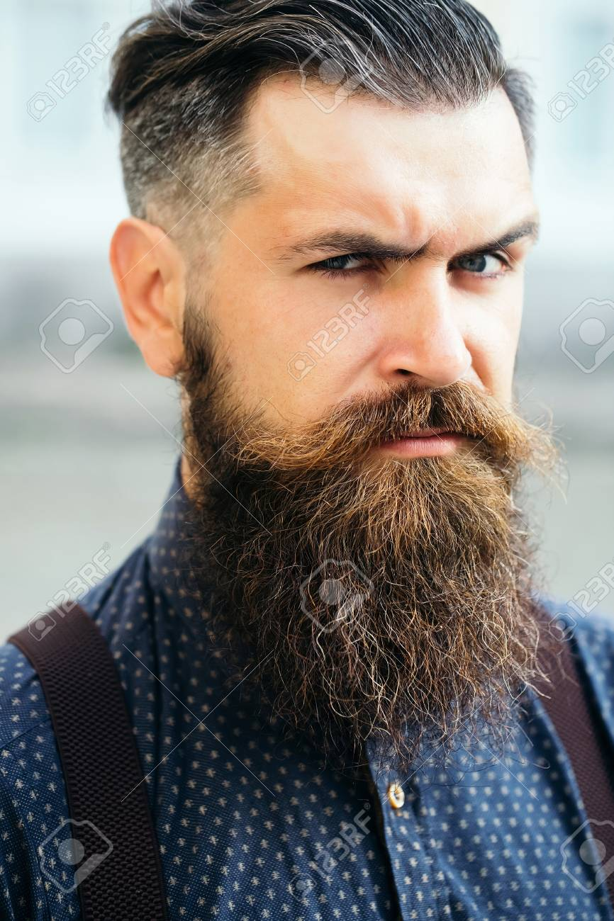 Beau Jeune Homme Barbu Portrait Avec Une Longue Barbe Et La