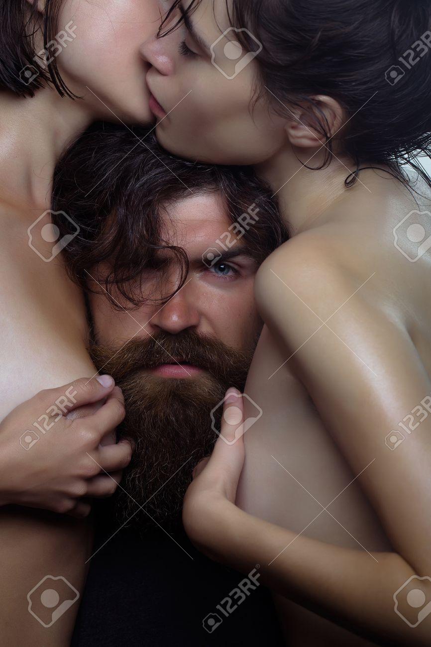 sexy nackte madchen kussen jungen