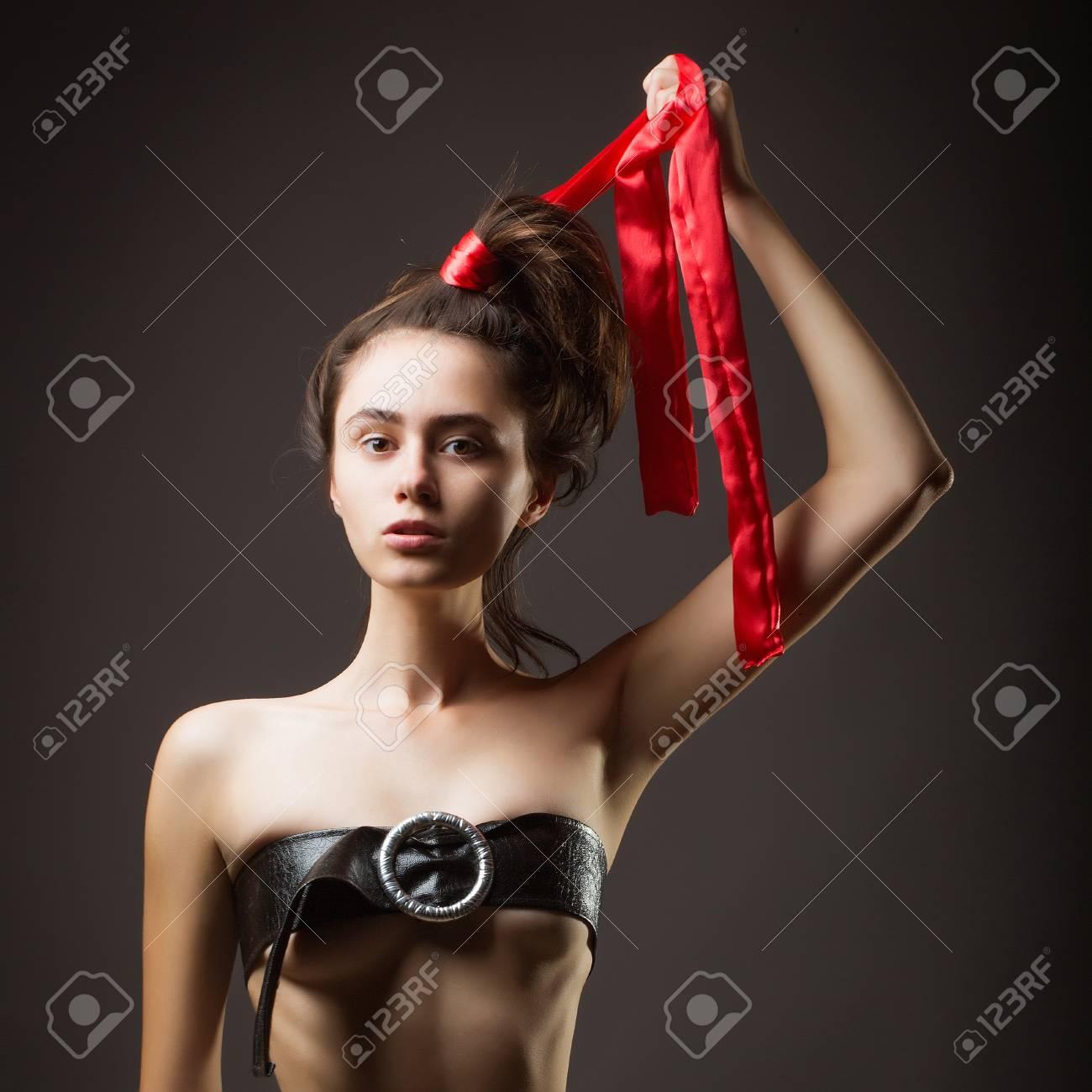 nackt mit schleife